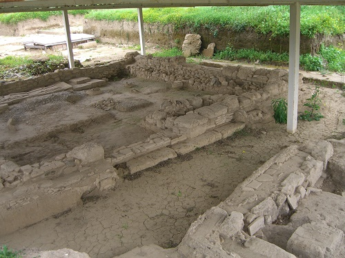 Things to see in Calabria such as this archaeological site