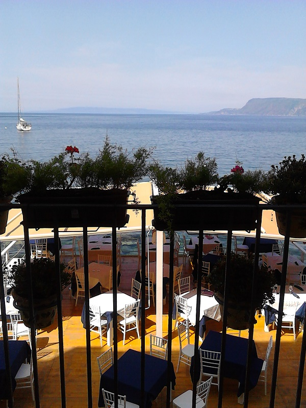 A restaurant overlooking the sea in Scilla