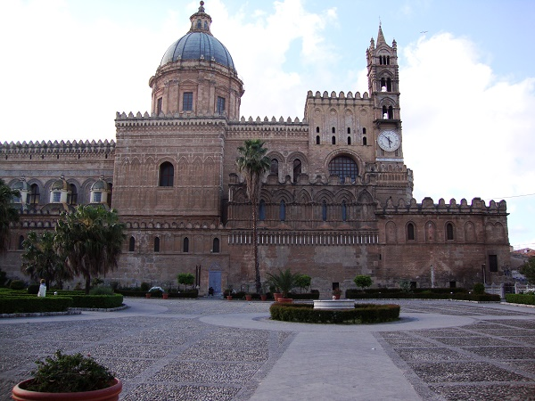 The front of the cathedral of Palermo