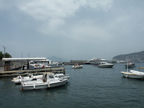 A walk around Marina Piccola where you can see the hydrofoil and boats departing and arriving