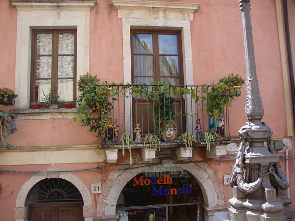 balconies with Sicilian heads